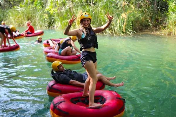 Tubing down Formoso River (Parque Ecológico)